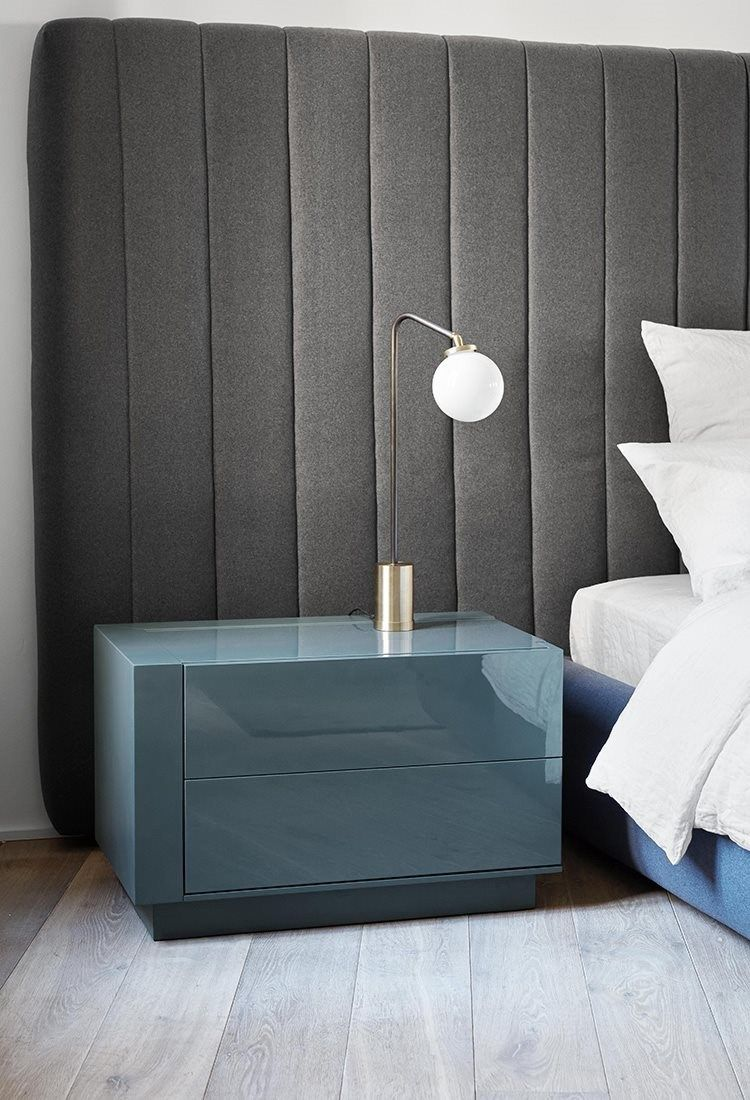 Lacquered bedside table benjamin by meridiani design for Catalogo meridiani