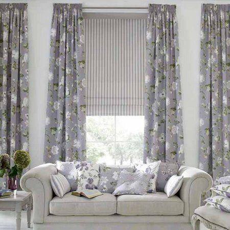 Серый текстиль для скандинавского интерьера: шторы и декоративные подушки на диване
