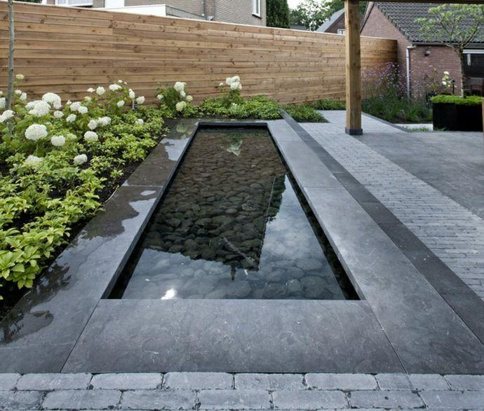 Wassereinrichtung mit Steinen-Landschaft im minimalistischen Stil