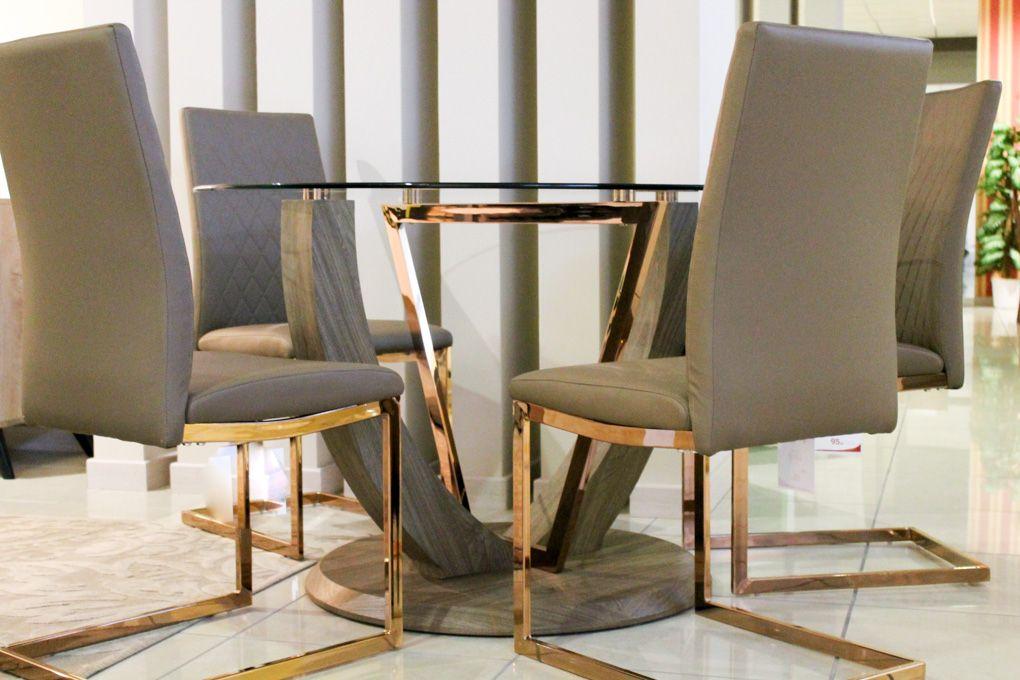 #Tavolo e #sedie Gold Un #tavolorotondo dal piano in vetro ...