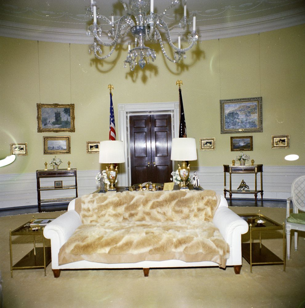 Yellow Oval Room Facing President S Bedroom Doorway White House Interior White House Washington Dc White House Usa Master bedroom in the white house