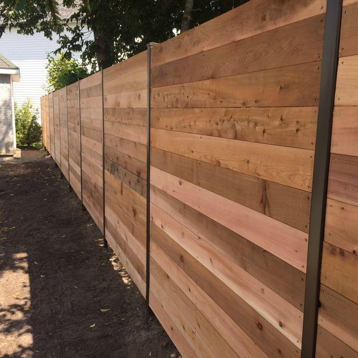 Palissade En Palette Construire Une Cloture En Bois De Palette Exemples Inspirants X Pixels Simplement Simp Backyard Fences Garden Fence Panels Backyard Plan