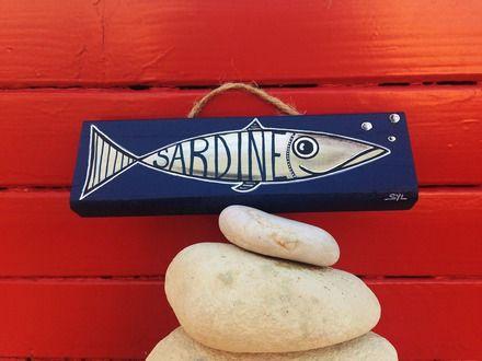 Peinture sur lame de bois bleue marine du0027une petite sardine à l