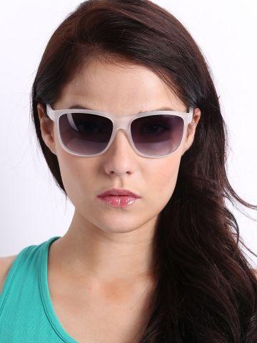 Extra 30% off on Roadster Unisex Wayfarer Sunglasses on this summer season #deals