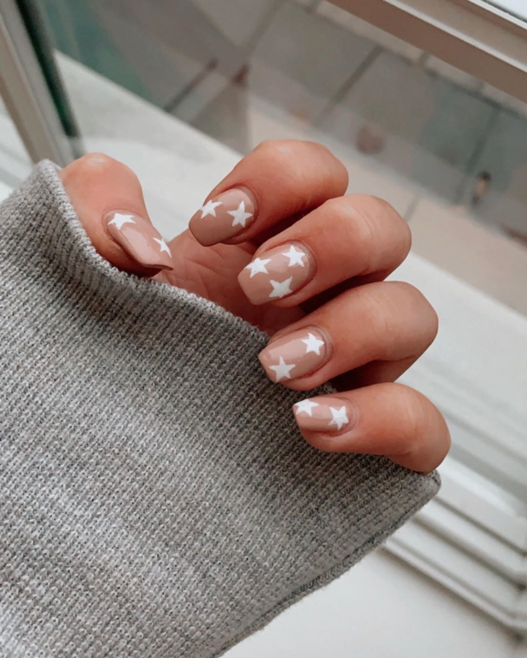 20 Off Your First Mani Pedi With Lesalon In London 5 Star Nail Services In Homes Hotels And Offices Discount Code Pint20 Nail Designs Gel Nails Oval Nails