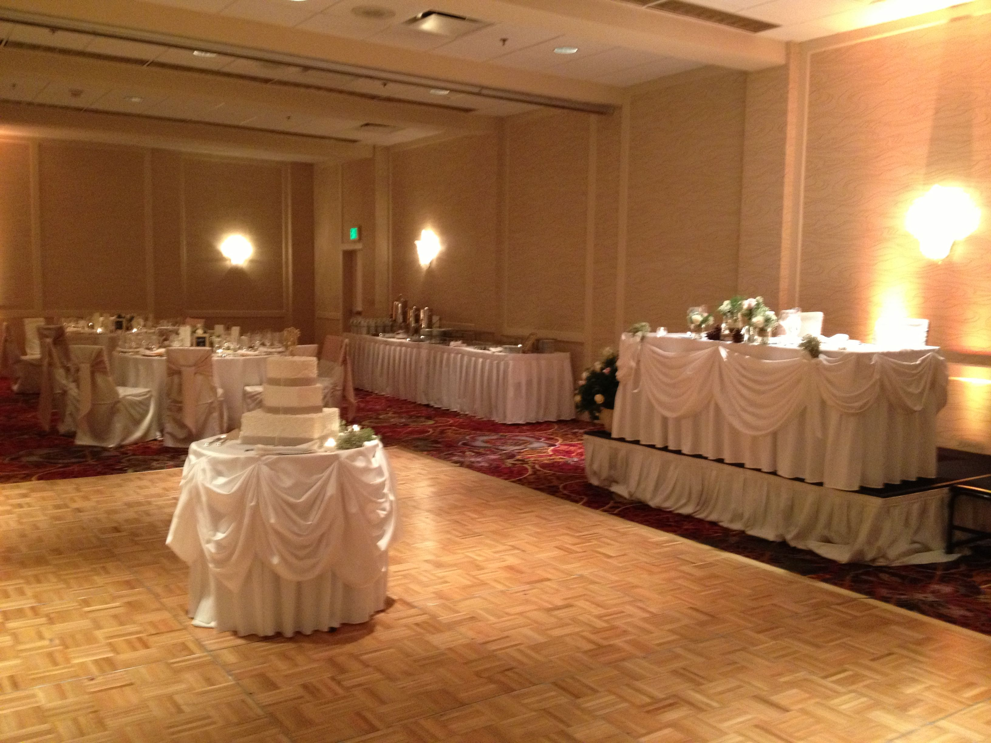 A Romantic Glow In The Lincolnshire Marriott Resorts Great Lakes Junior Ballroom Weddings