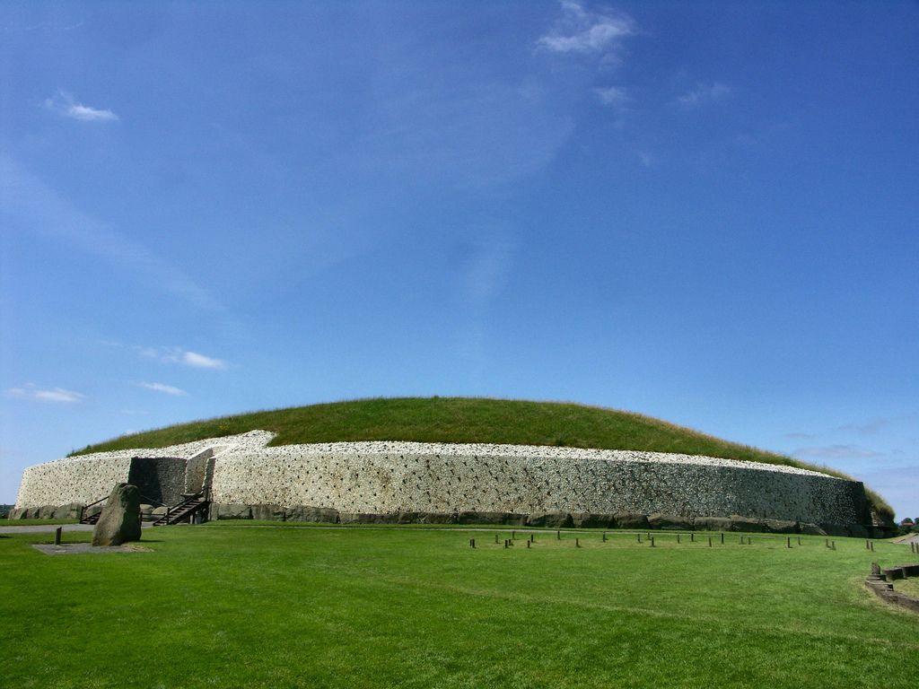 Newgrange tomb - Picture of Green Door Hostel, Drogheda - TripAdvisor