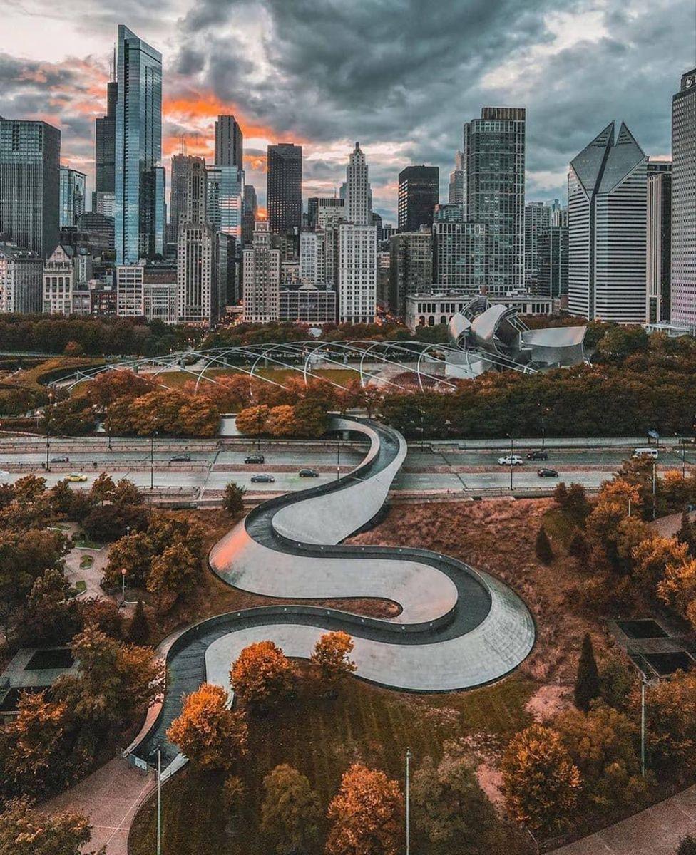 Chicago, Illinois 📸: @itsryan Repost @_iloveusa Follow 👉 🇺🇸@conexao.america for more photos . . . . . . . Alliance @america_states @enjoy_la_ . . . . . . #conexaoamerica #iloveusa #dream #usa #eua #unitedstates #ferias #intercambio #viagem #visto #morareua #morarusa #morarfora #estudarfora #cidadaniaamericana #greencard #sonho #meta #objetivo #turismo #travel #trip #adventure #explore #chi_shooters #artofchi #chitecture #likechicago #chicago #illinois