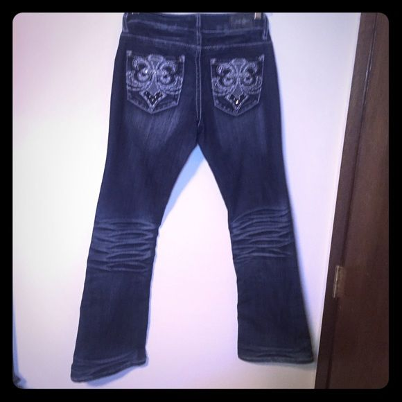 ☃ Size 5 Flared ZCO 2% Spandex Decorated Jeans ☃ Lots of stretch to accommodate for the range of women who wear jeans in the size 4-6 range.  No signs of wear and tear, even on the the bottoms  Cross posted   I welcome Bundles and offers, if able, lower for reduced shipping   ☯ Everything listed is described to the best of my ability.    Everything comes from a smoke and pet free home   Ships typically within 24 hours   gift wrapping available upon request   Free Gift with orders $10+   100…