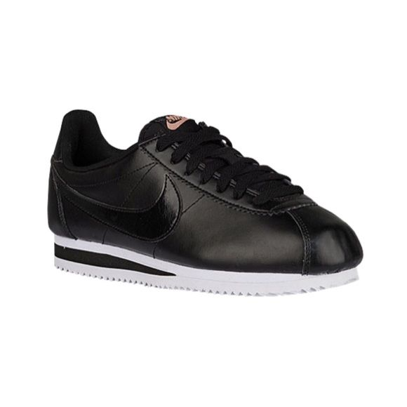 00da120758c Nike Cortez New blk leather. A tad bit to big on me. No trades. No PP. No  Lowballing. Nike Shoes