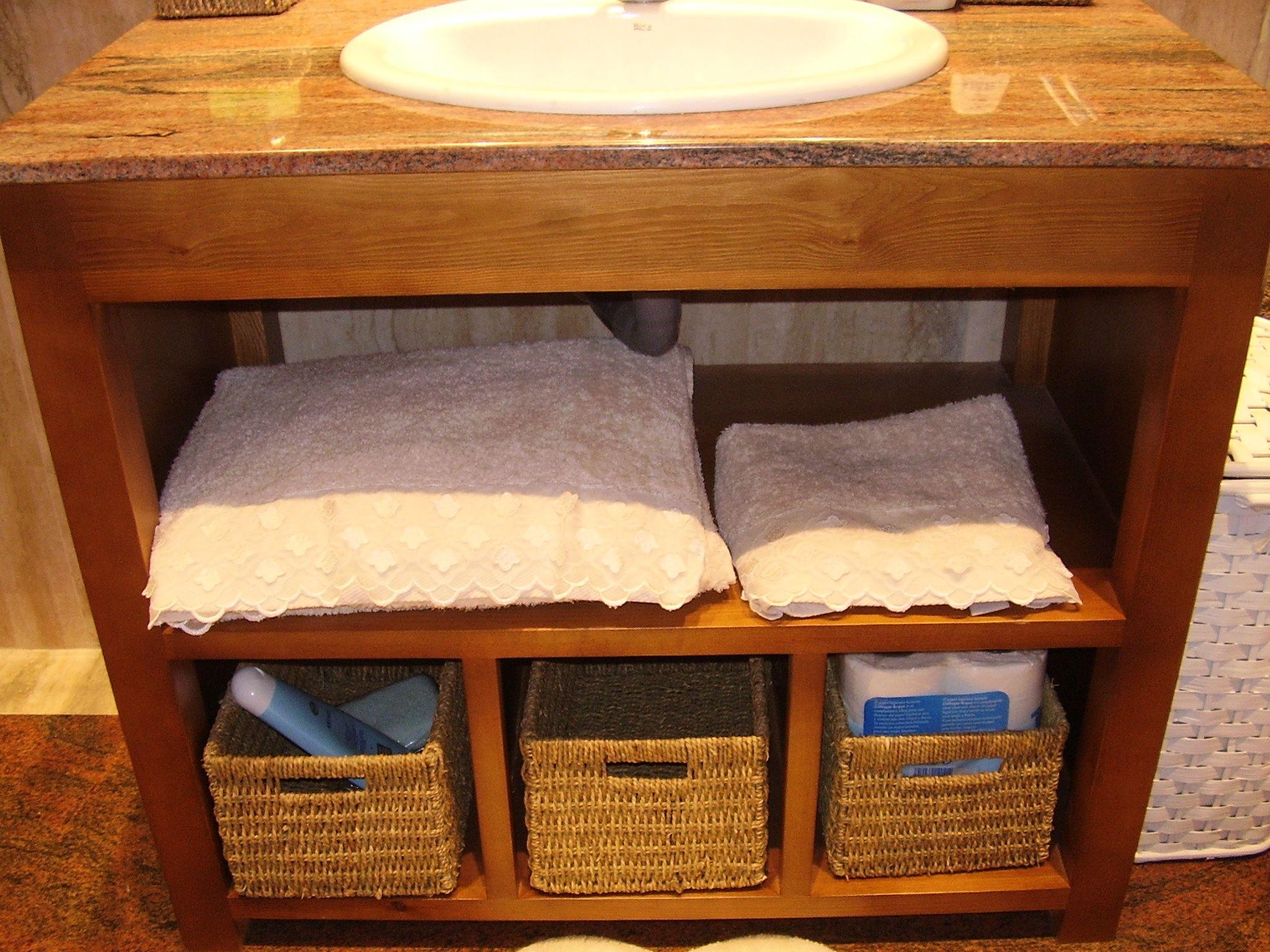 Mueble Bajo Encimera De Mármol En Madera Sólo Con Huecos Diseñomuebles Diseñocarpinteria Carpinteriamadera Muebles De Baño Diseño De Muebles Mueble Bajo