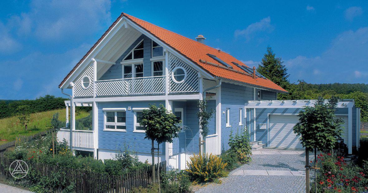 Schwedenhaus blau  Erfrischende Farbgestaltung in leuchtendem Blau mit weißen ...