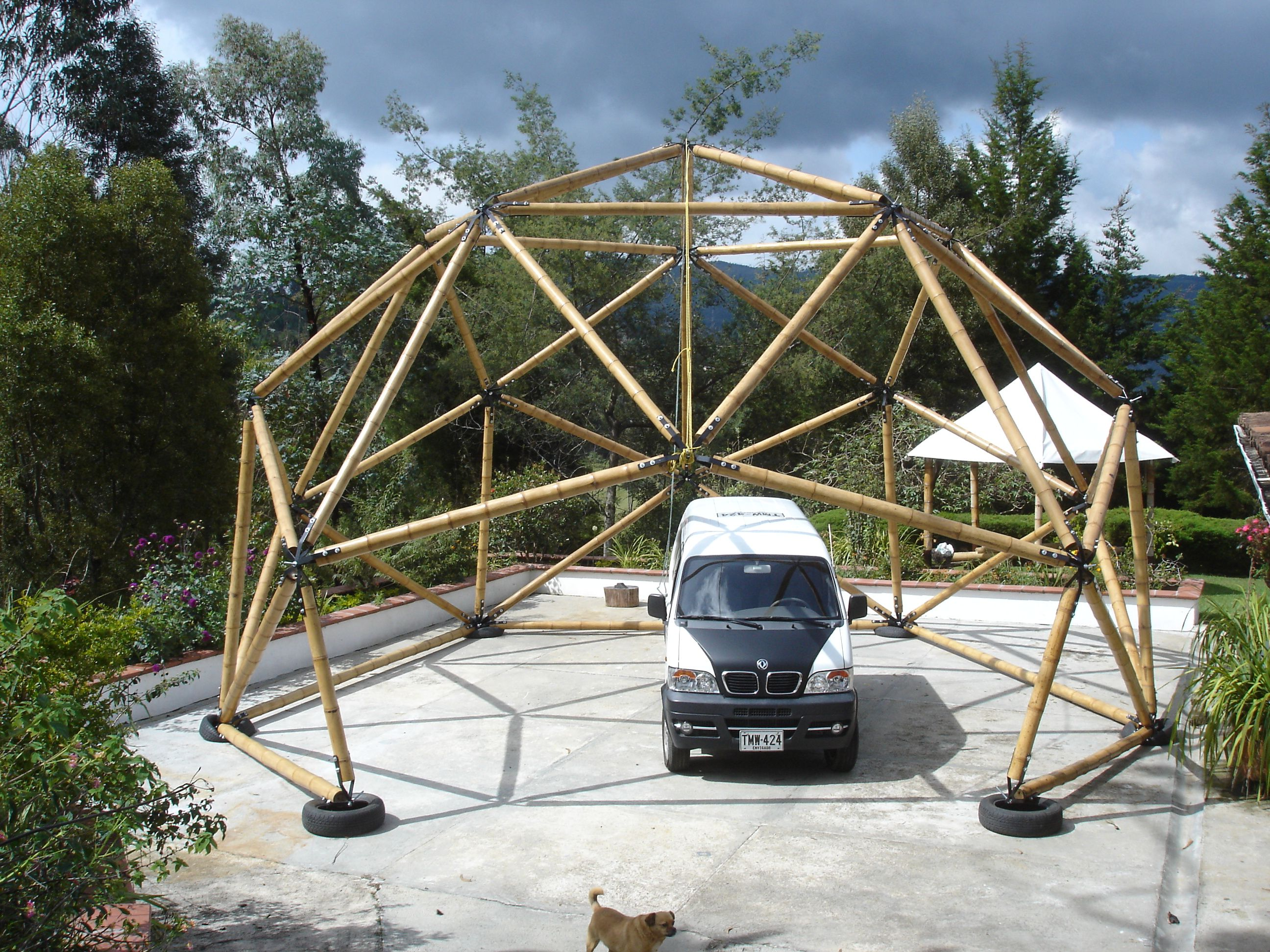 nature tech geodesic dome in bamboo guadua by geopues palakas ubik tallertortuga andr swalker. Black Bedroom Furniture Sets. Home Design Ideas