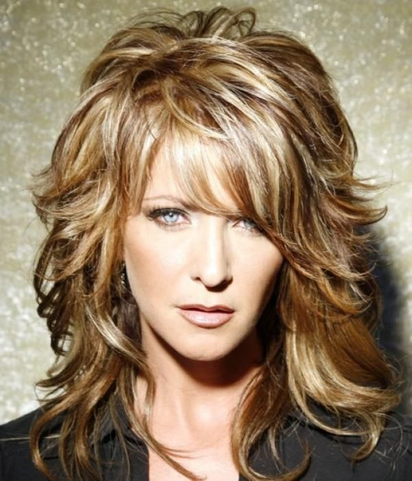 Long Shag Hairstyles With Bangs For Women Over 40 With Fine Hair Via Trina Ray Coupe De Cheveux Cheveux Mi Long Coiffure Cheveux Mi Long
