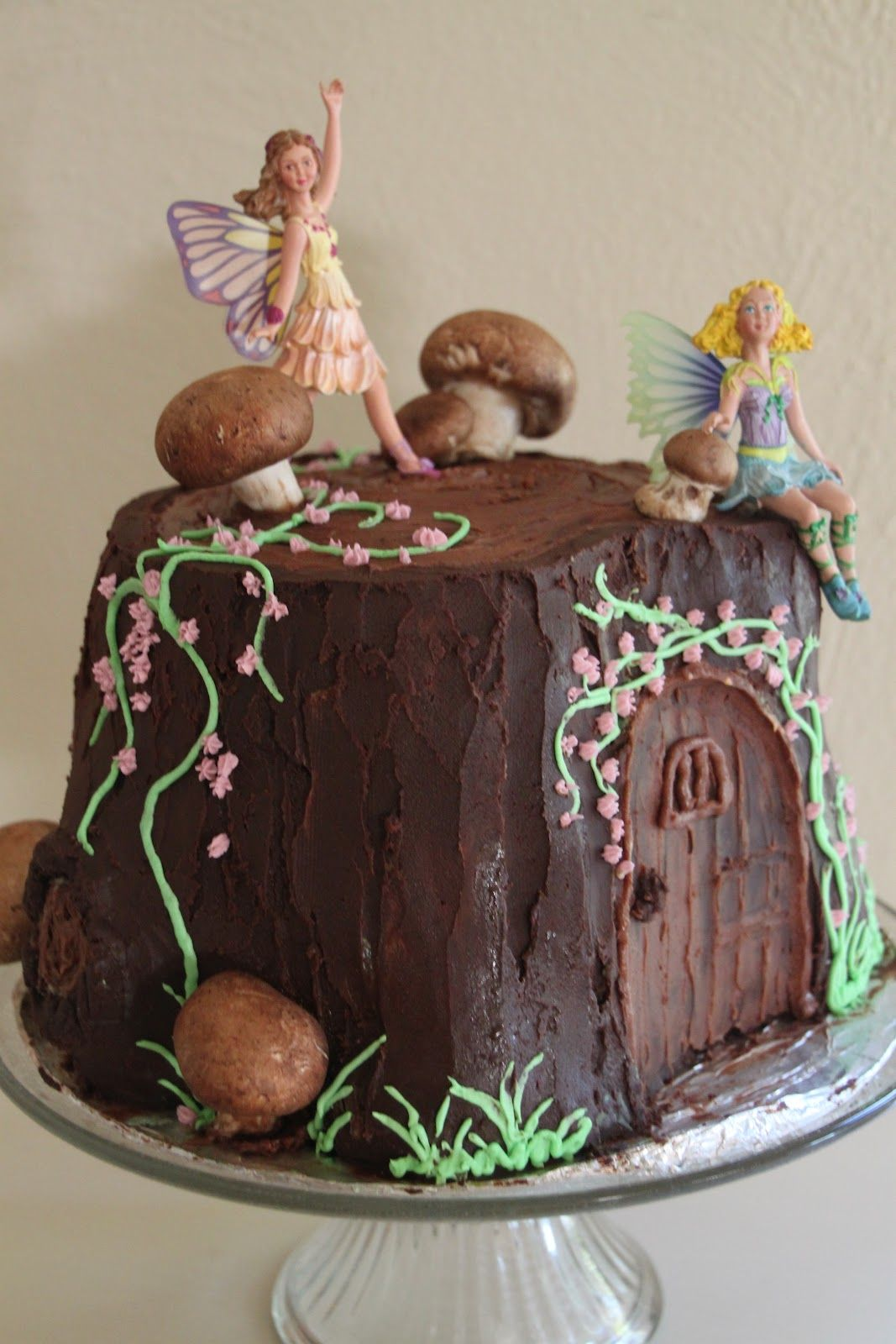 Fairy cake woodland fairy party pinteres for Fairy garden birthday cake designs