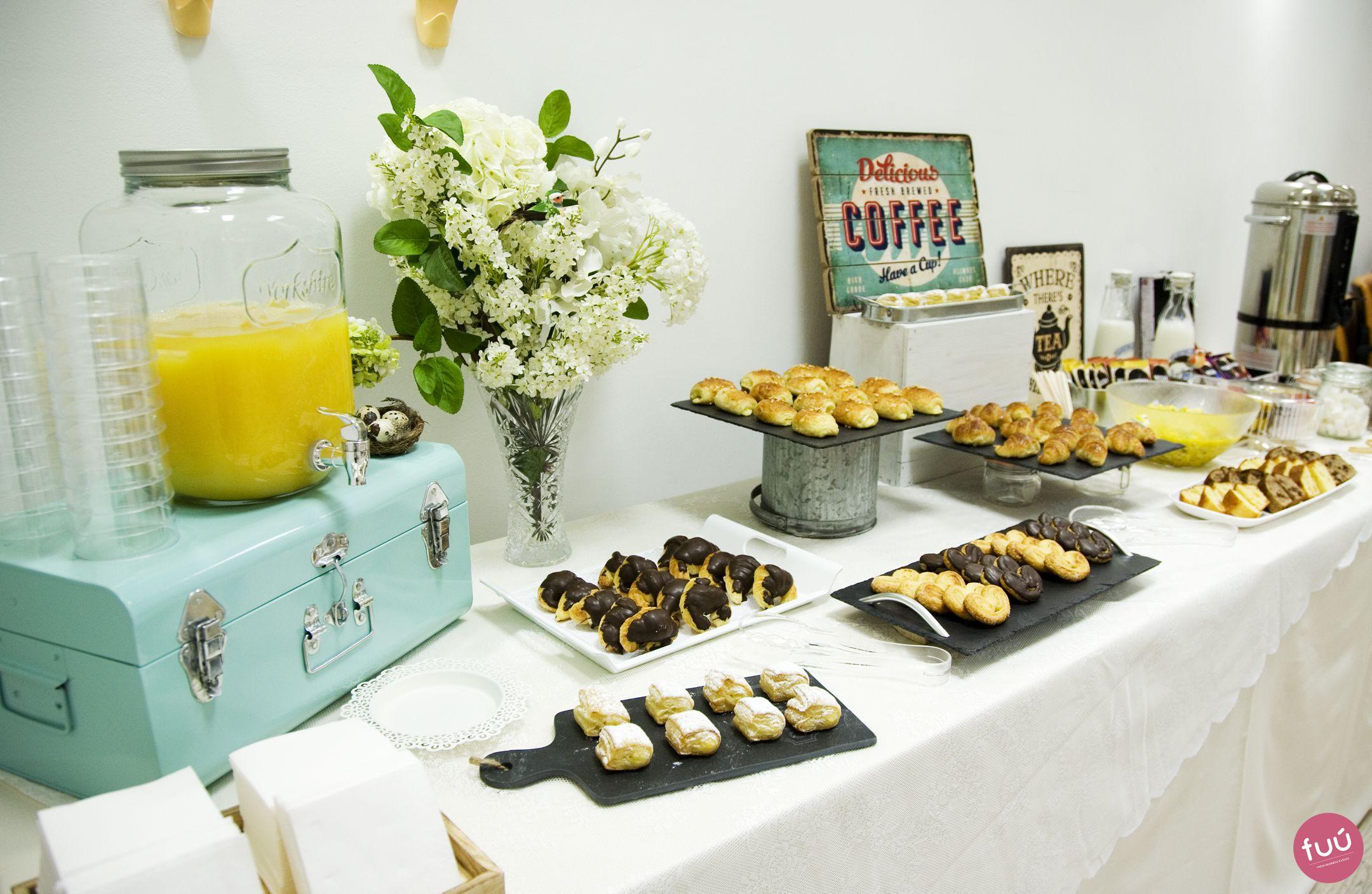 Decoraci n mesa de catering para un desayuno empresarial negocio pinterest coffee break - Mesas de desayuno ...