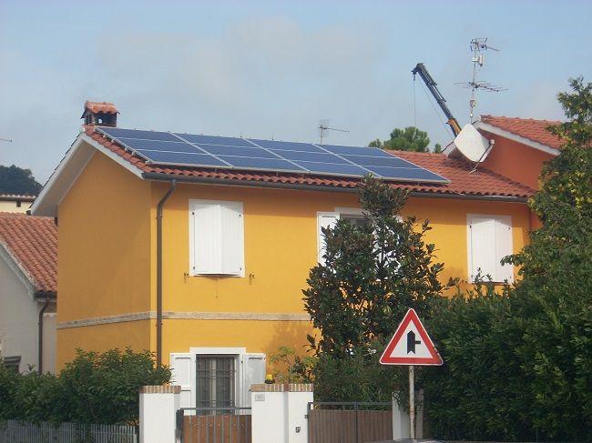 Impianto fotovoltaico ad OSIMO da 3,00 kWp su copertura - 12 moduli AXITEC in SILICIO CRISTALLINO da 250 Wp