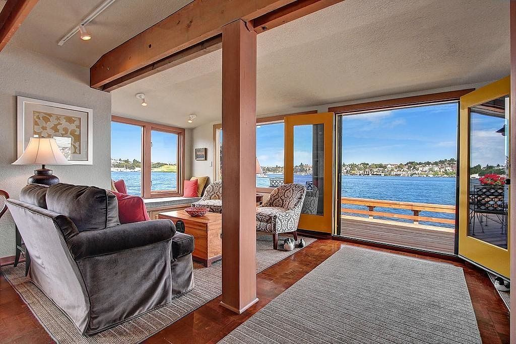 The Sleepless in Seattle Houseboat Just Sold at a Crazy ...