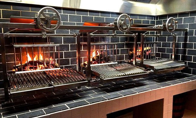 Wood burning grill in restaurant design google search for Equipement usage restaurant