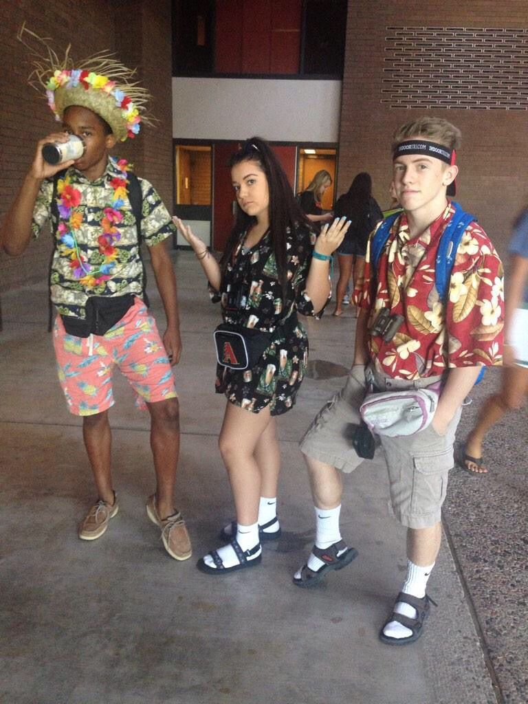 Tacky Tourist Girl Google Search Tacky Tourist Outfits Tourist Outfit Spirit Week Outfits