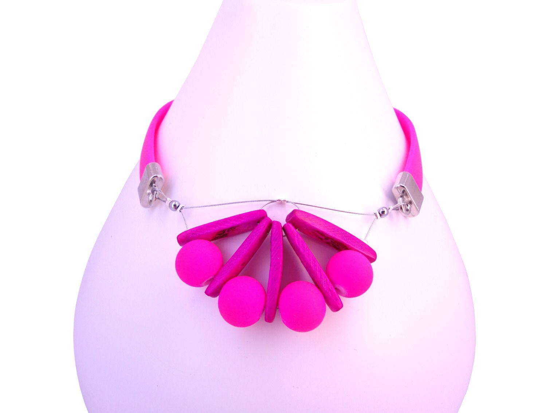 collier perle rose fushia
