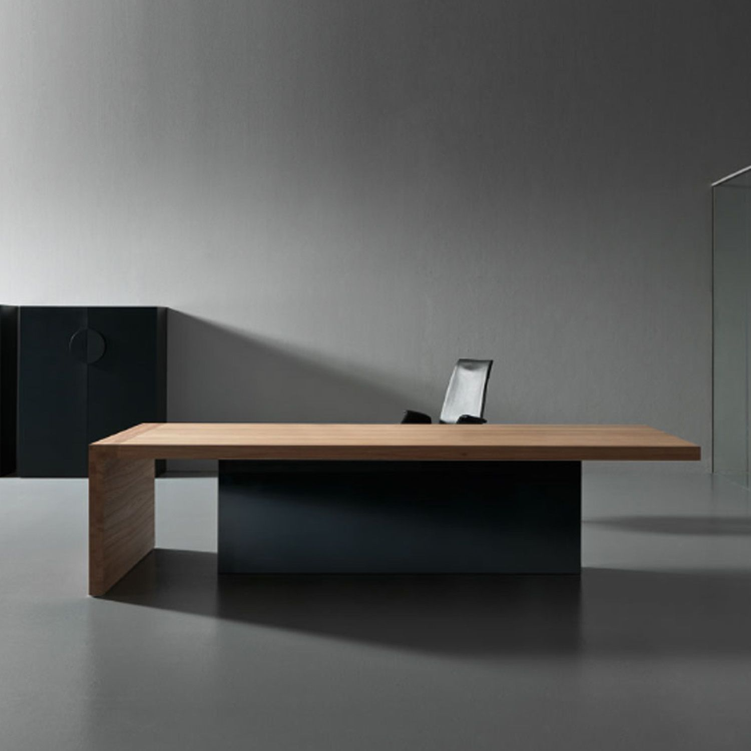 Kyo olmo executive office desk highlights the materiality Characteristics of modern office