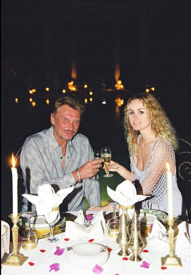 Mars 2000, Johnny et Laeticia fêtent leur 4ème anniversaire de mariage au  palais Rhoul à