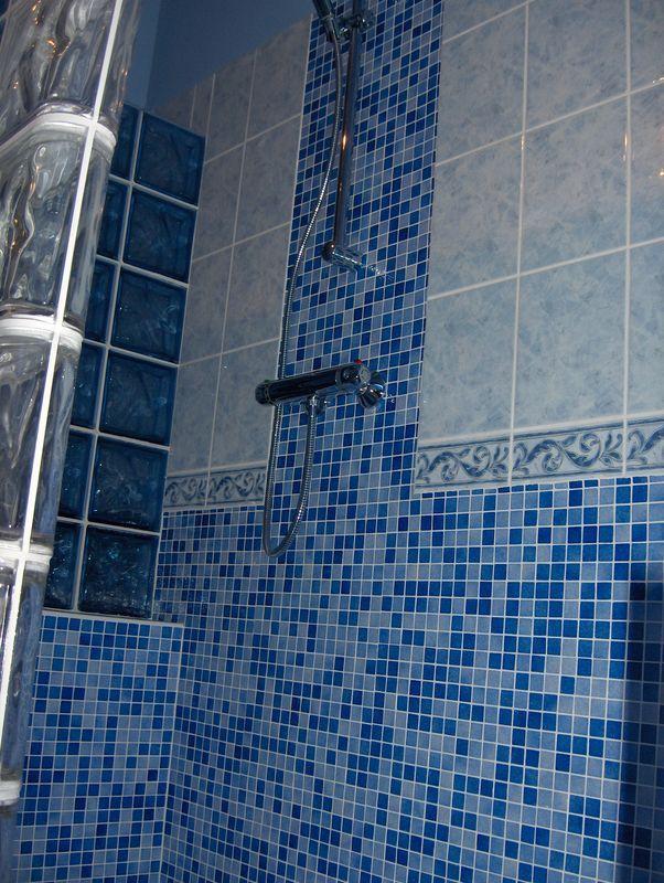 douche mosaïque et pavés de verre 3 | Salle d\'eau Carreaux de verre ...