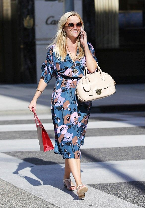 Reese Witherspoon - Petite celebrities with style.  Re-pin via petitestyleonline.com