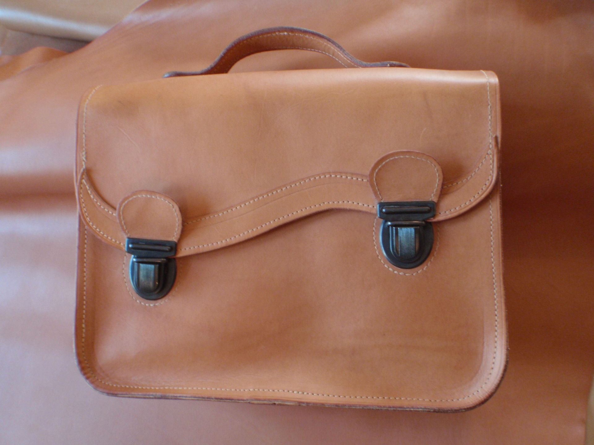 4b32f34a3090 Cartable cuir naturel tannage végétal   Sacs à dos, cartables par cyfel
