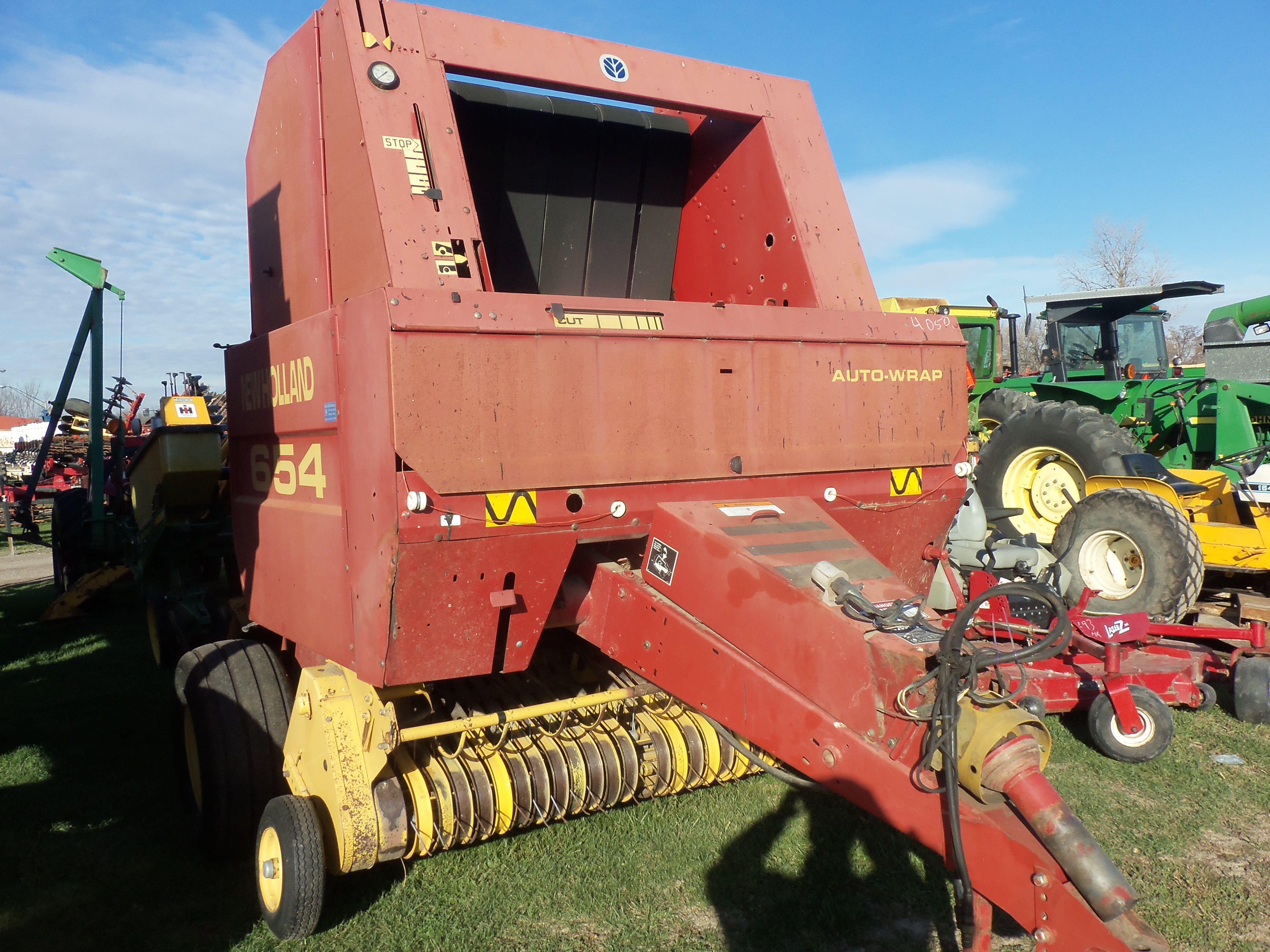 New Holland 654 Round Baler Old Tractors Farm Equipment Farm Machinery