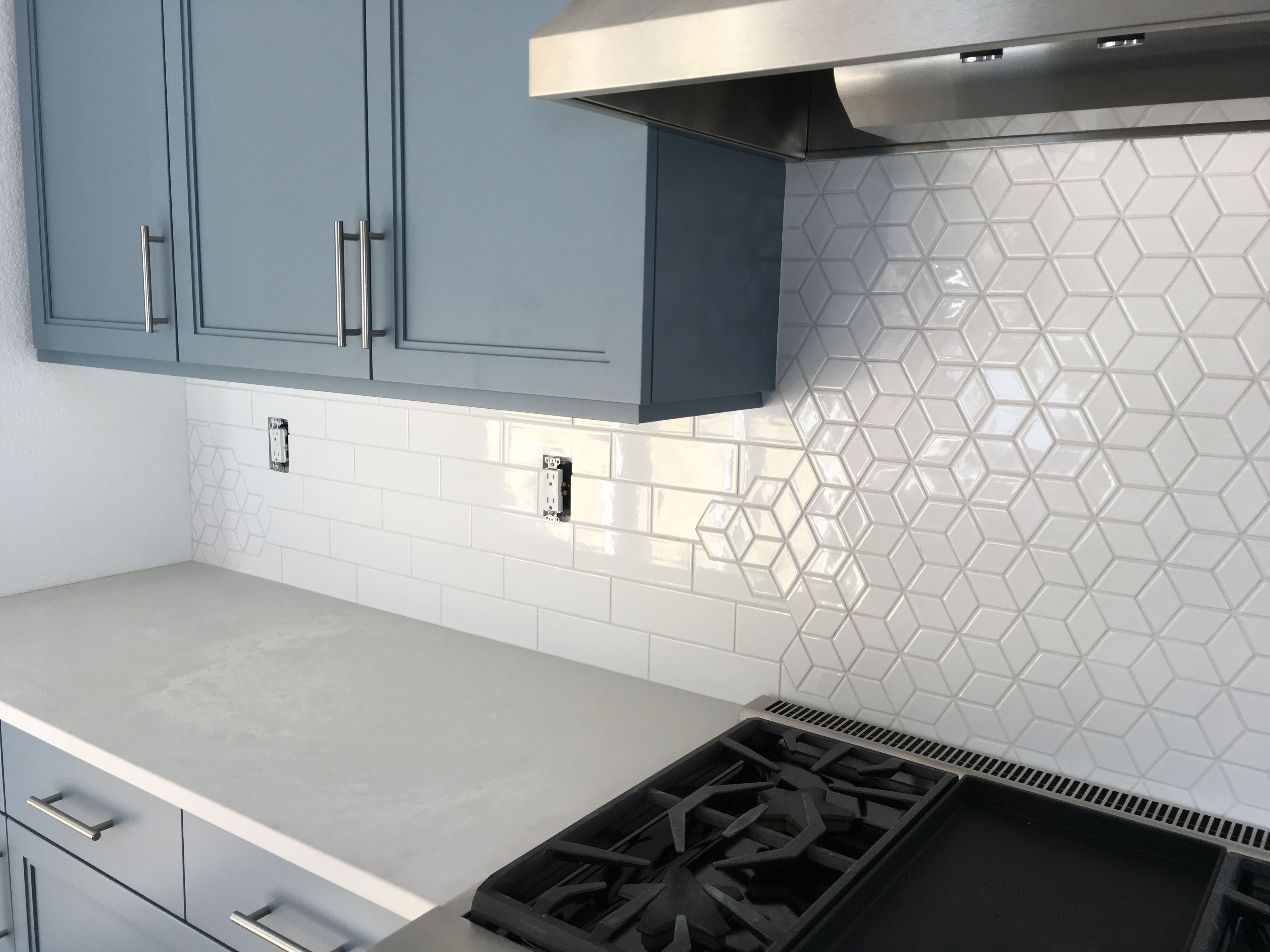 Kitchen Backsplash With A Combination Of The Diamond Pattern Mosaic And 3x9 Subway Tile From Cl Patterned Kitchen Tiles Kitchen Backsplash Diamond Tile Pattern