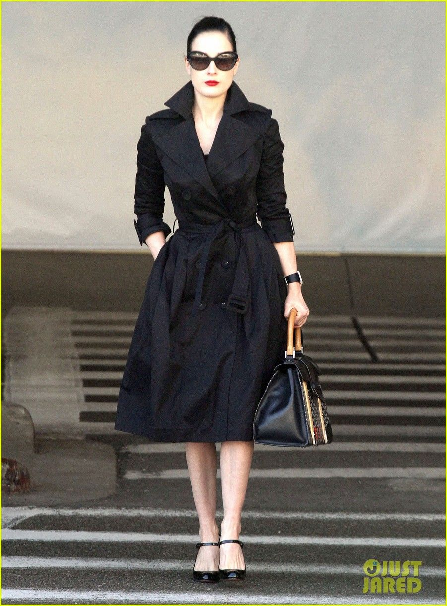 6fbbe5e4d7c0 simply. stunning. Dita in a trench coat.