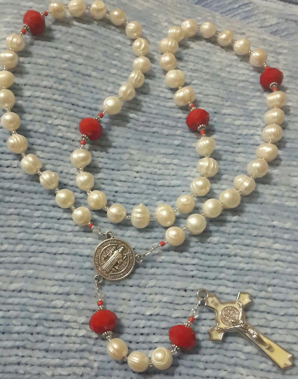 298121ddefb Rosario de perla de río y cristal checo rojo. Cruz y crucero de San Benito  .kml