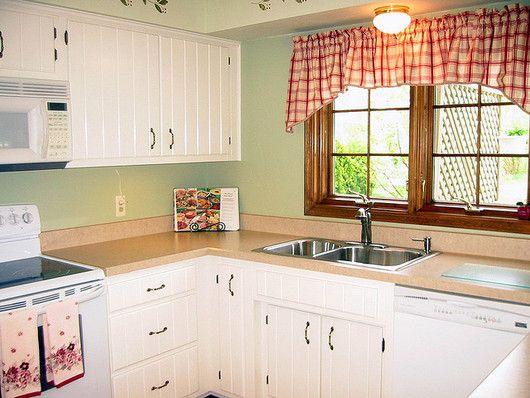 Modelos de cocinas peque as y sencillas con ventana for Modelos de mesones de cocina fotos