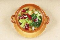 Minestra di patate con cicoria catalogna: la ricetta per un pasto leggero e nutriente