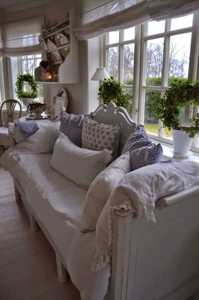 Lovely Lavender And Warm White Shabby Chic Decor With A Modern