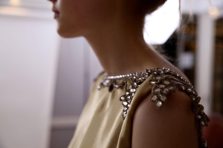 Schiaparelli: veja o making of da coleção de alta-costura de inverno 2016 - Vogue | News