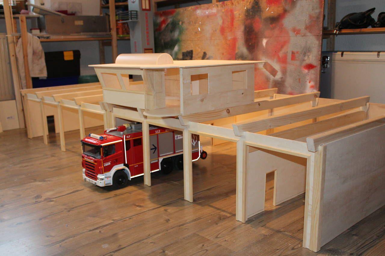 neubau einer feuerwache geb ude modellbau freunde basteln mit kindern pinterest. Black Bedroom Furniture Sets. Home Design Ideas