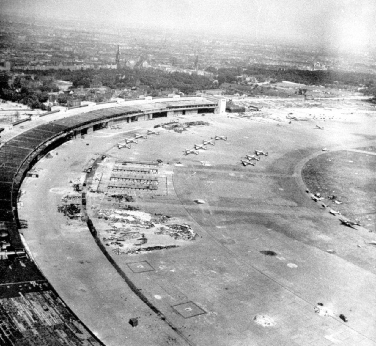 Berlijn Tempelhof AirPort 1945 In 2020