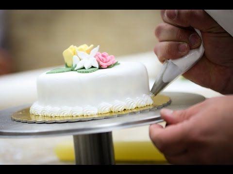 easy step by step guide on how to make decorating buttercream flowers cakes ranunculus cupcakes red roses cupcake - Decorating Cakes