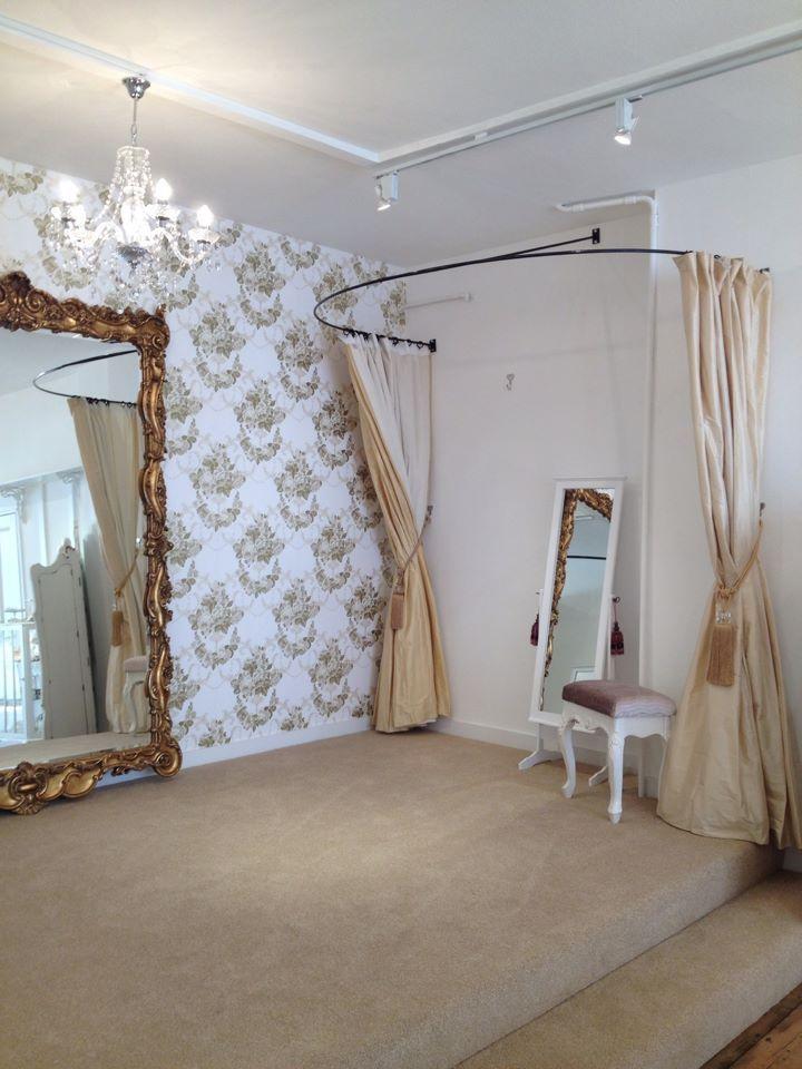 Idea for the fitting room tienda ropa dise o tiendas for Diseno de interiores almacenes de ropa