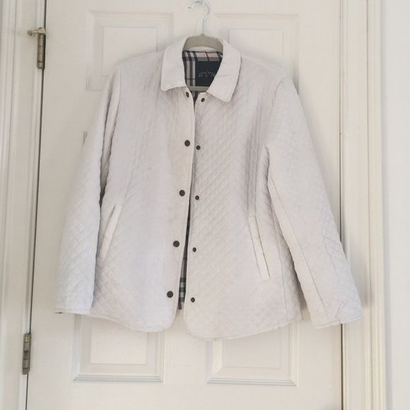 White quilted jacket Plaid interior. Some wear on front and back, but still in good condition Jioiren Jackets & Coats
