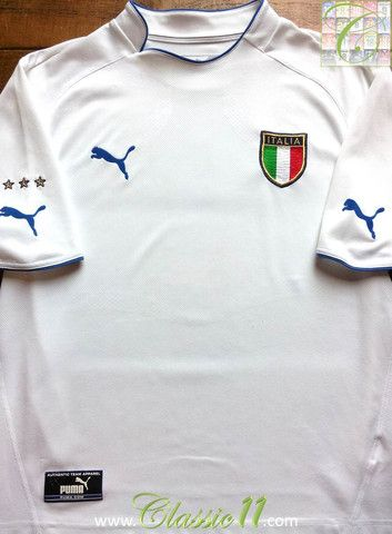 Relive Italy's 2003/2004 international season with this vintage Puma away football shirt.