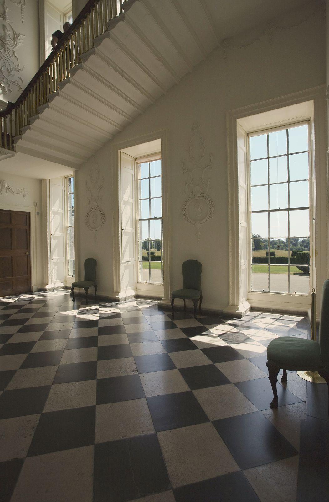 Hallway leading to the ladies rooms - Room