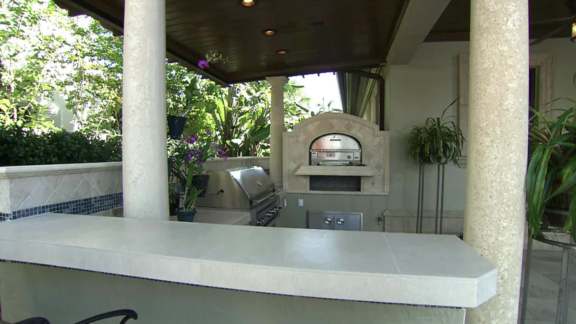 The experts compare three outdoor kitchen makeovers in miami