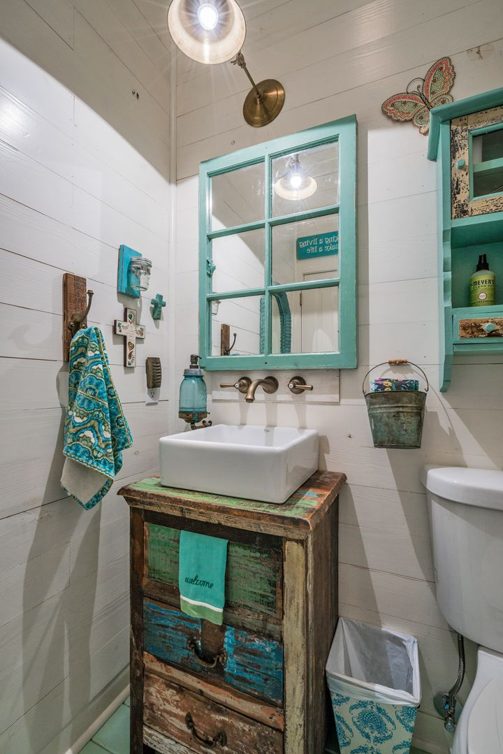 59 Best Farmhouse Wall Decor Ideas For Bathroom: Turquoise Bathroom, Turquoise