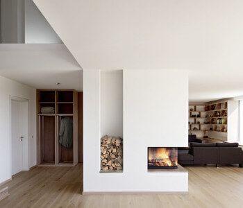 Interior Wohnzimmer Modern Mit Kamin Als Raumteiler   Ideen Inneneinrichtung  Design Haus Kieffer Baufritz Fertighaus Innen