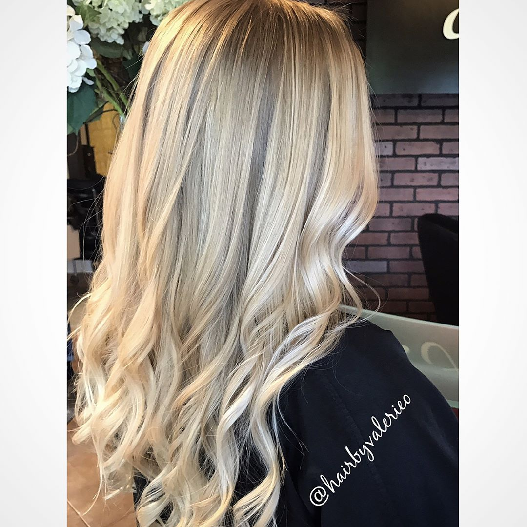 "33 tykkäystä, 1 kommenttia - Valerie Ortigas (@hairbyvalerieo) Instagramissa: ""When you can't choose just one... (swipe left for more) . . . #balayage #blondebalayage…"""