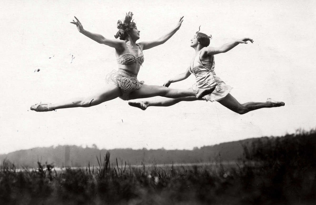 Jumping exercises in the open air. Elly and Käthe Bitter,Berlin, 1926 by R. Sennecke The Memory of the Netherlands